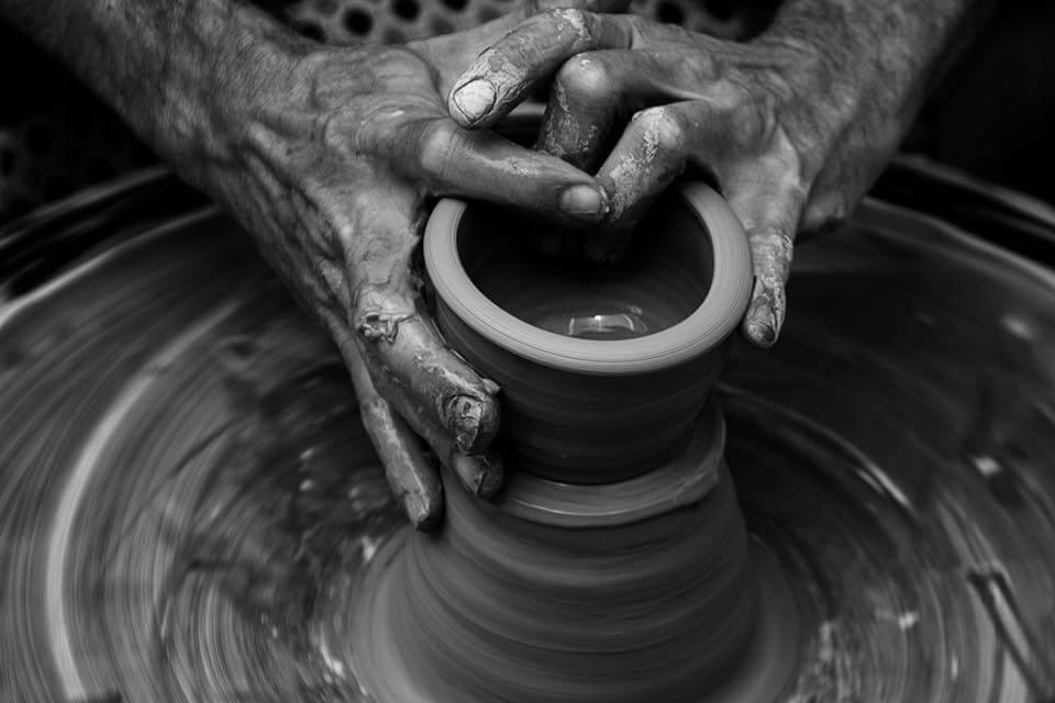 In de handen van de Pottenbakker
