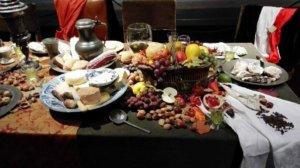 Een rijk gedekte tafel